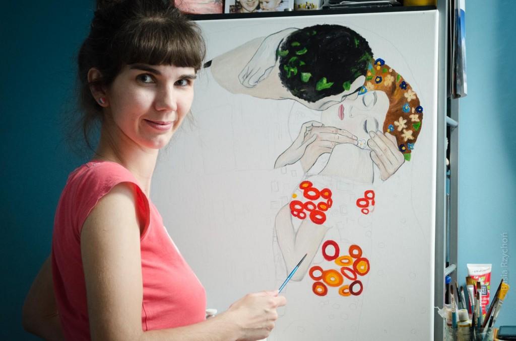 """Maluję """"Pocałunek"""" Klimta. Wyszedł mi duży dorodny obraz, choć to właściwie tylko fragment oryginału, który ma 180x180 centymetrów."""