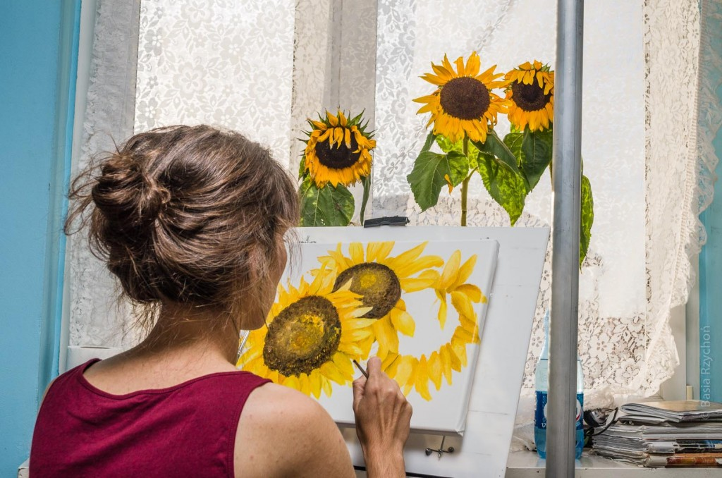 Epizod z mojego warsztatu malarskiego. Maluję słoneczniki.