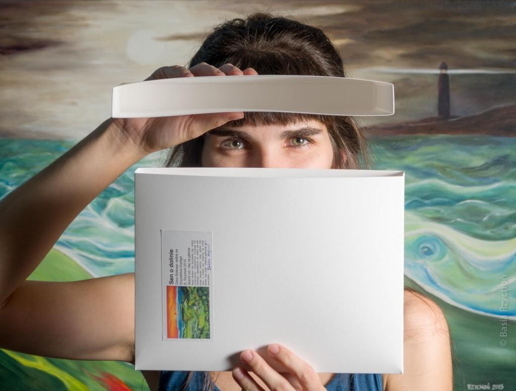 Ręcznie klejone pudełko na mój obraz olejny- tak pakowane są wszystkie mniejsze rozmiary przeznaczone do bezpośredniego wręczenia.