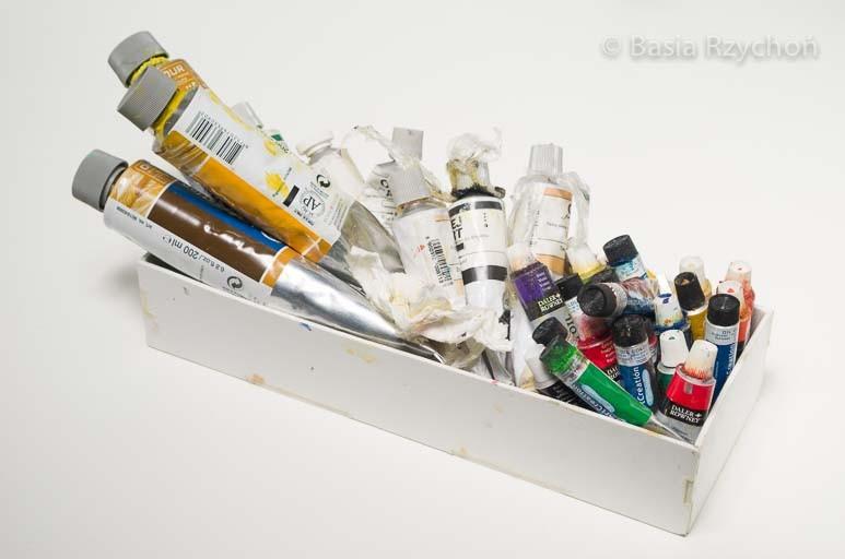 Moje pudełko z farbami. Trzymam tu te, których używam najczęściej.