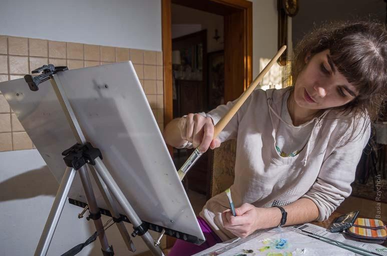Tak wyglądam ja w trakcie malowania tła przy dolnej krawędzi obrazu..