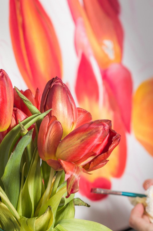 Obraz olejny z tulipanami.