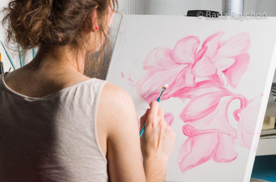 Maluję różowe rododendrony.