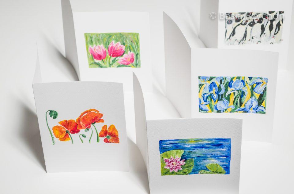 Ręcznie malowane kartki gotowe by zostać wręczone wyjątkowym osobom.