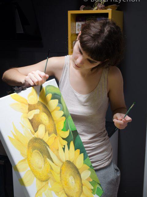 Maluję liście słoneczników.