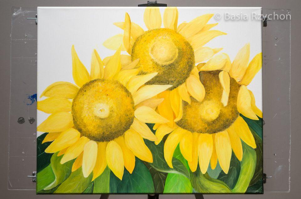 4. Gąszcz soczystych liści pojawia się w dolnej części obrazu.